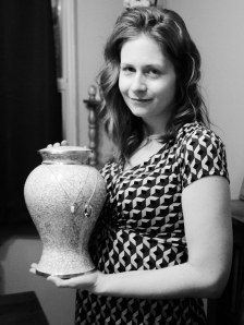 Leah holds the urn that contains her daughter's ashes.